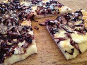 Pizza bianca con radicchio e crescenza